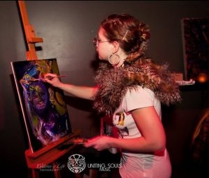 Kate-live-art-painting-with-sunglasses